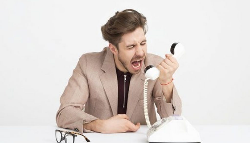 telephone-yelling_pexels